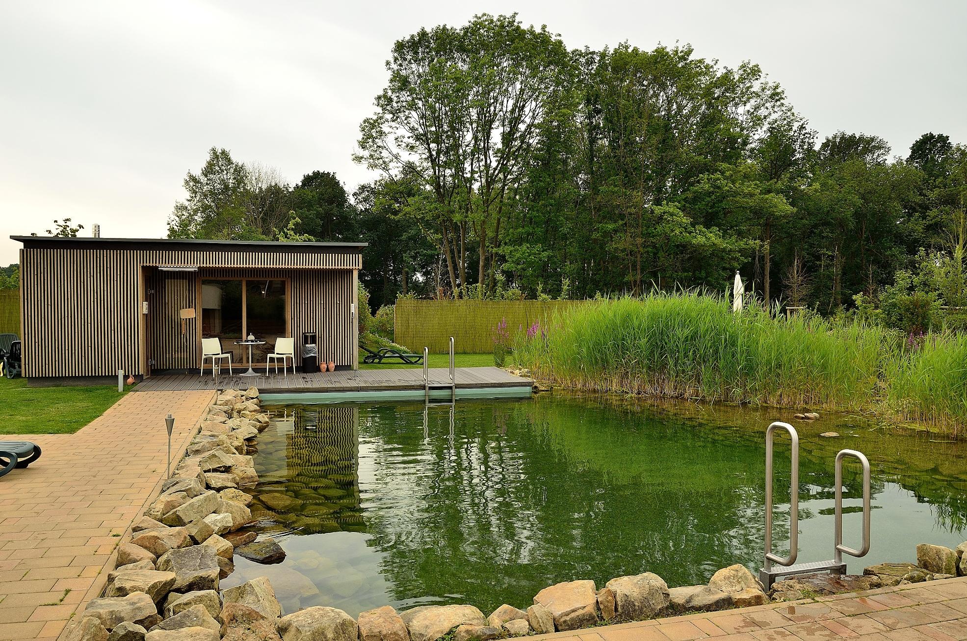 Saunagarten mit Naturteich