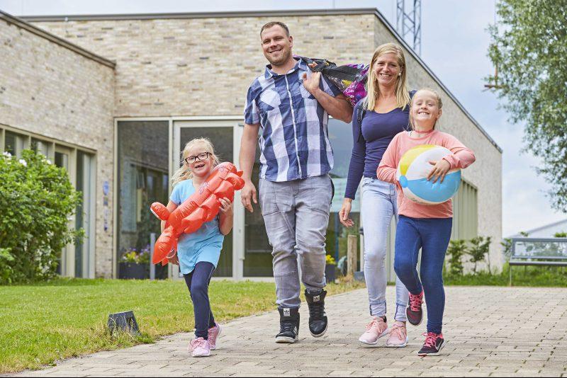 Familie vor Eingang Badepark Bentheim