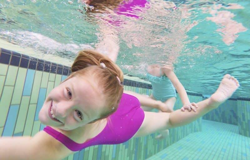 Mädchen unter Wasser Badepark Bentheim